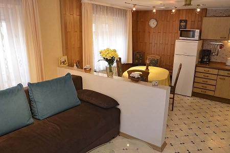 Gemütlicher Sitzbereich neben Küche und Essbereich, Gästehaus Hanß
